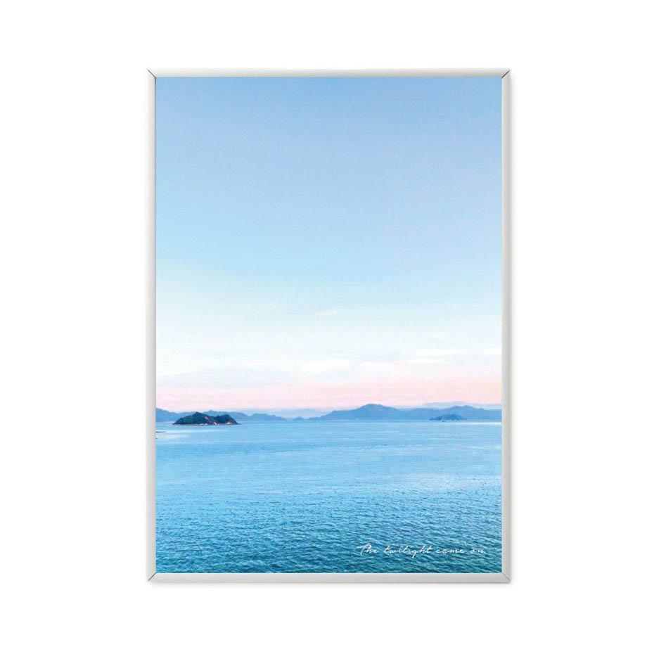 フレームに入れた瀬戸内の風景が美しいお部屋に飾るポスター
