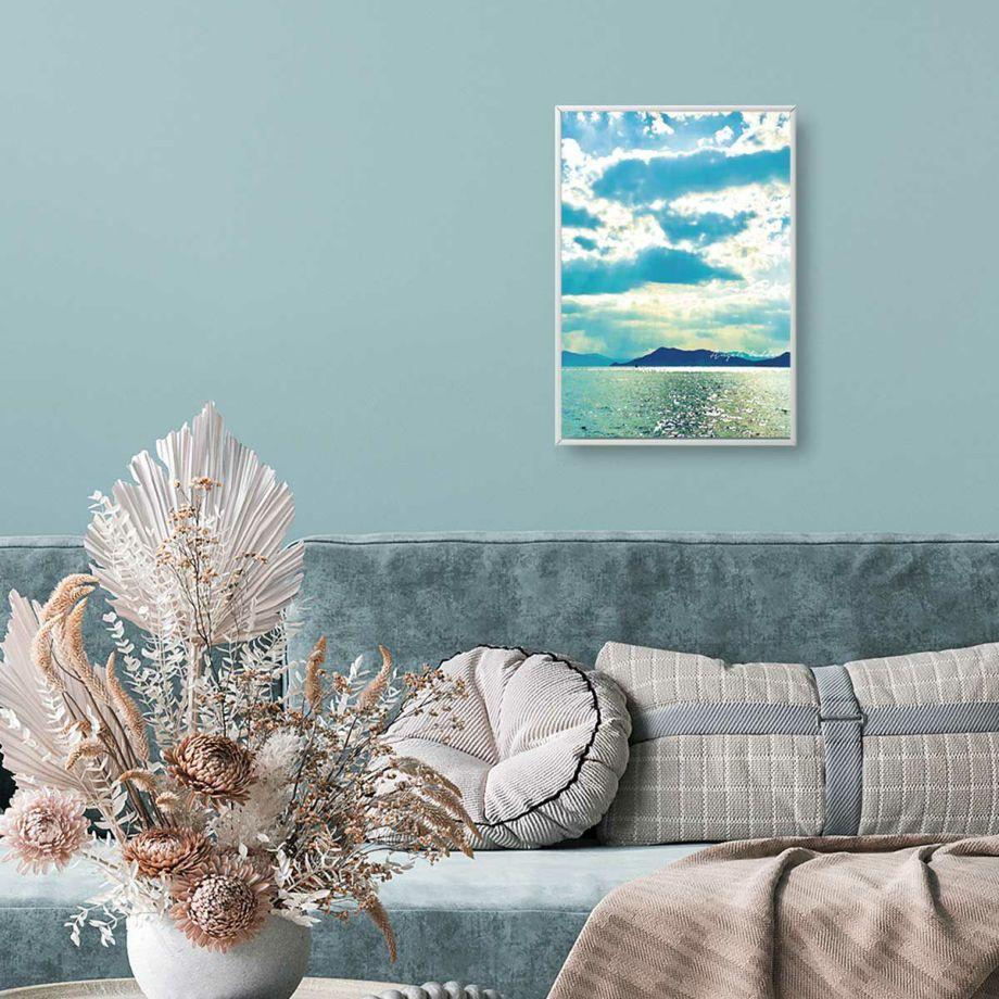 穏やかな海に降り注ぐ光が美しいお部屋に飾るポスター