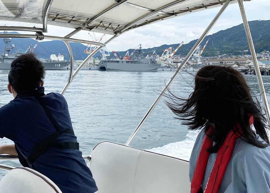 バースデー貸切クルーズで呉の潜水艦の近くで撮影